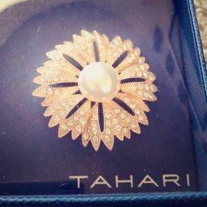 Tahari brooch brand new NWT